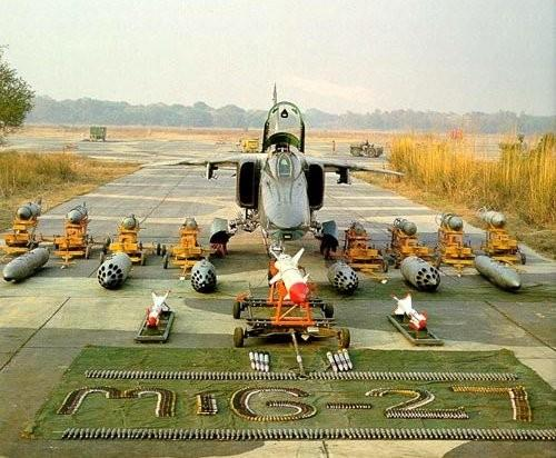 mig 27 weapons.thumbnail MIG 27 With Packages Military