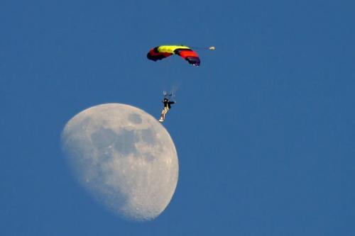 parachut-moon.jpg