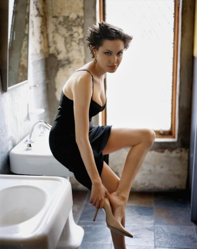 angelina jolie in bathroom 397x500 Angelina Jolie In bathroom Sexy