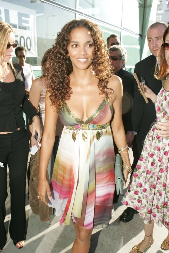 Halle Berry - Catwoman Premiere 02