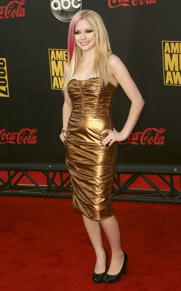 Avri lLavigne In A Golden Dress