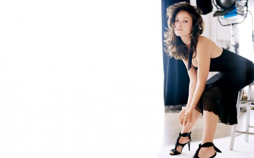 Olivia Wild Bends Over