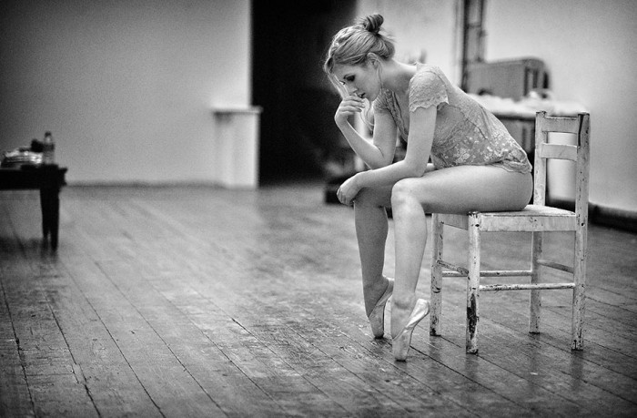 pointe in chair