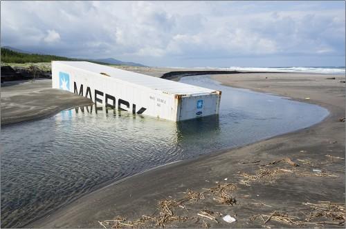 maersk box under sand