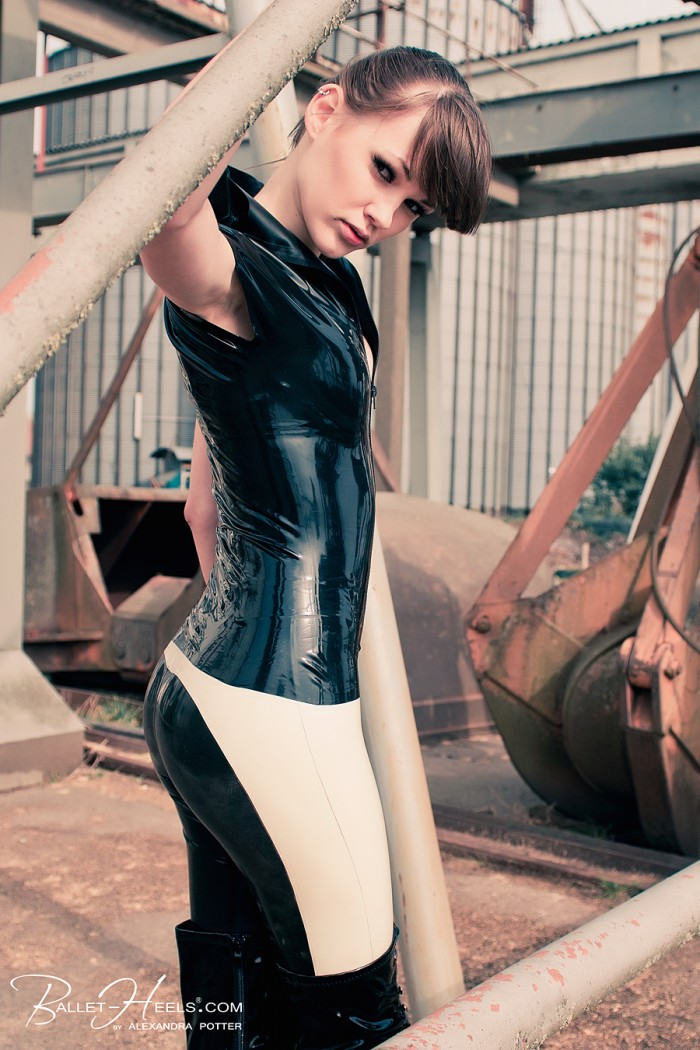 1365831811624 700x1050 latex clothes women fashion