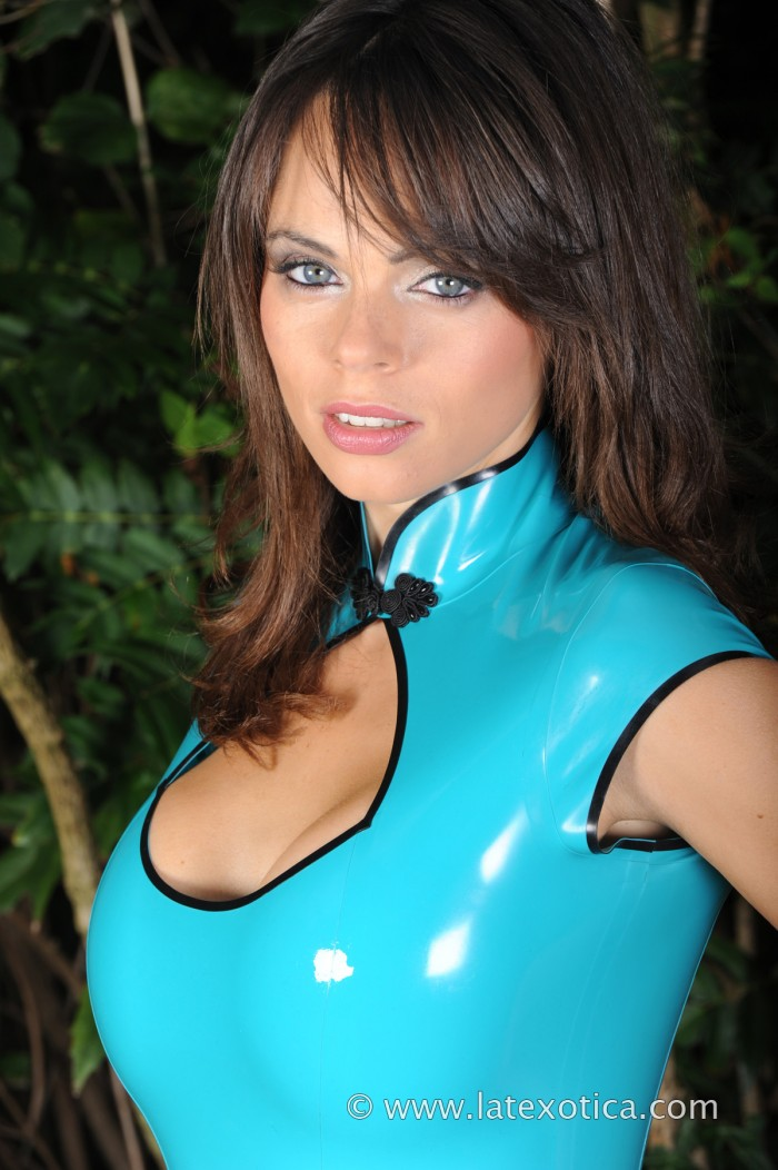 1366724469378 700x1052 blue latex women fashion