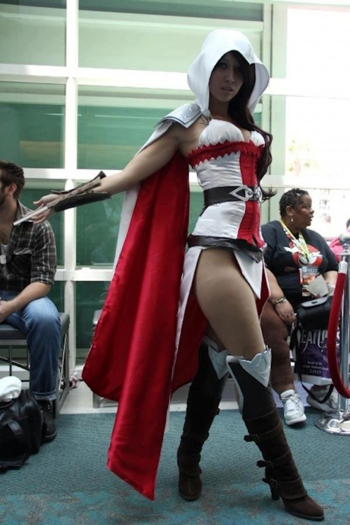 Assassins Creed Cosplayer 700x1050 Assassins Creed Cosplayer