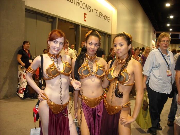 Slave Leias Comic Con 2010.jpg