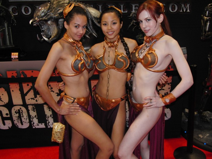 pale slave leia and asian slave leia 700x525 pale slave leia and asian slave leia star wars slave leia not exactly safe for work cosplay