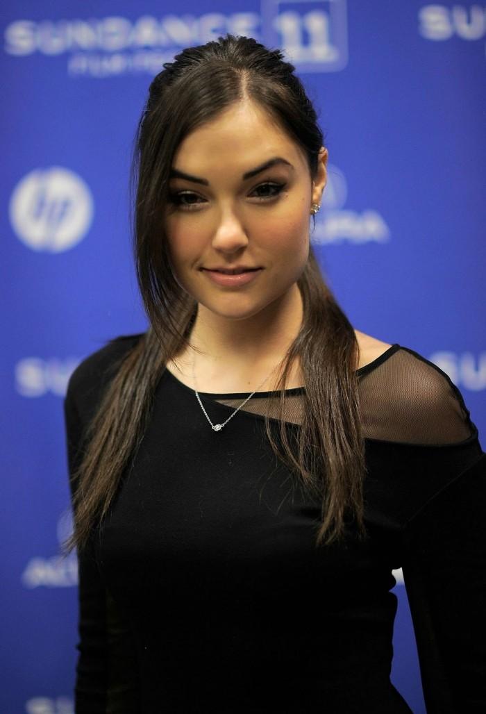 sasha gray - nice necklace.jpg