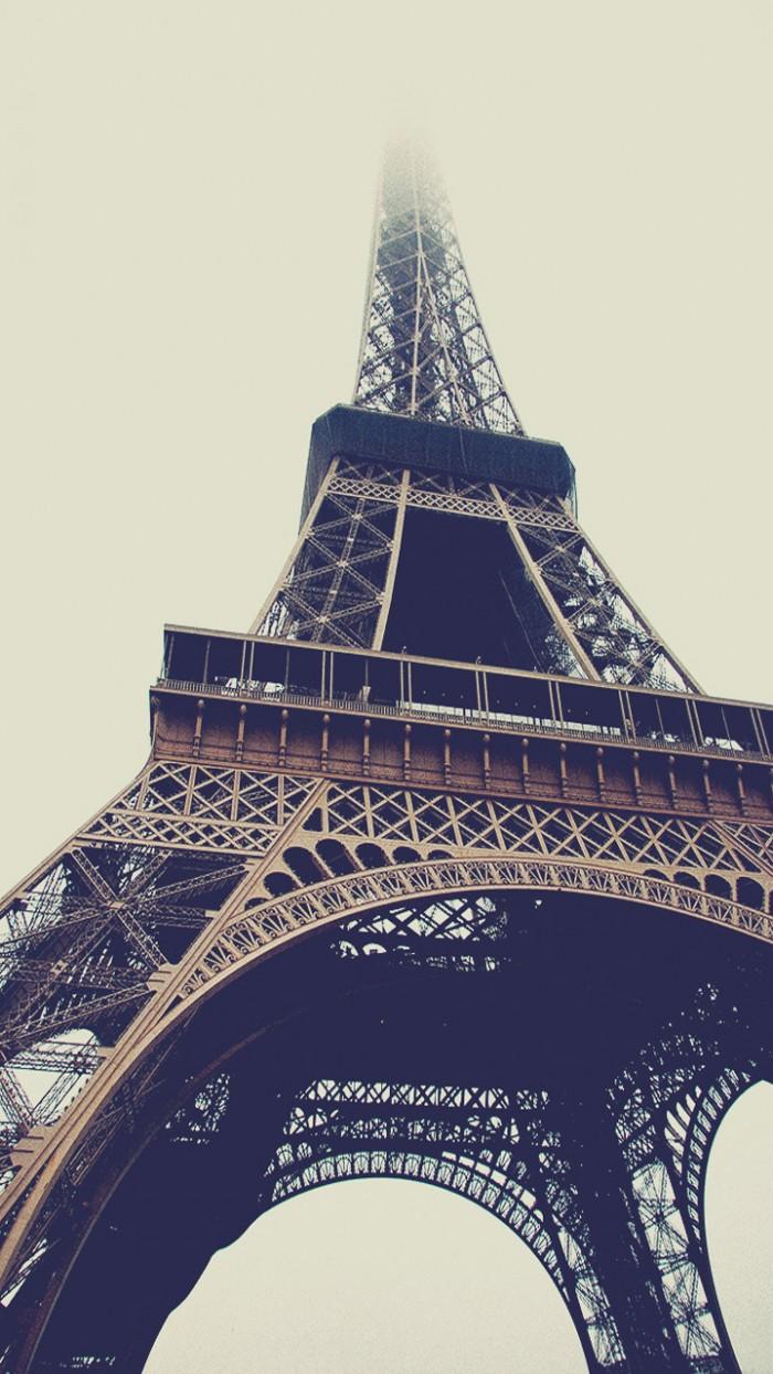 eifel tower to the clouds.jpg