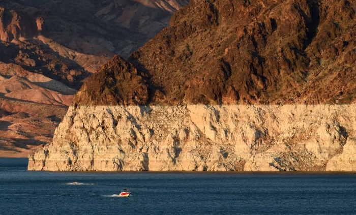 Bathtub ring of Lake Meade on the Colorado River. Photo by Ethan Miller..jpg