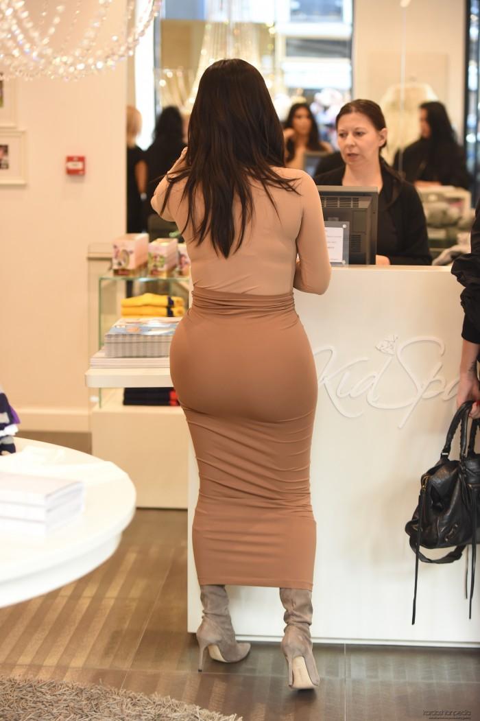 Kim Kardashian and her jello buttux.jpg