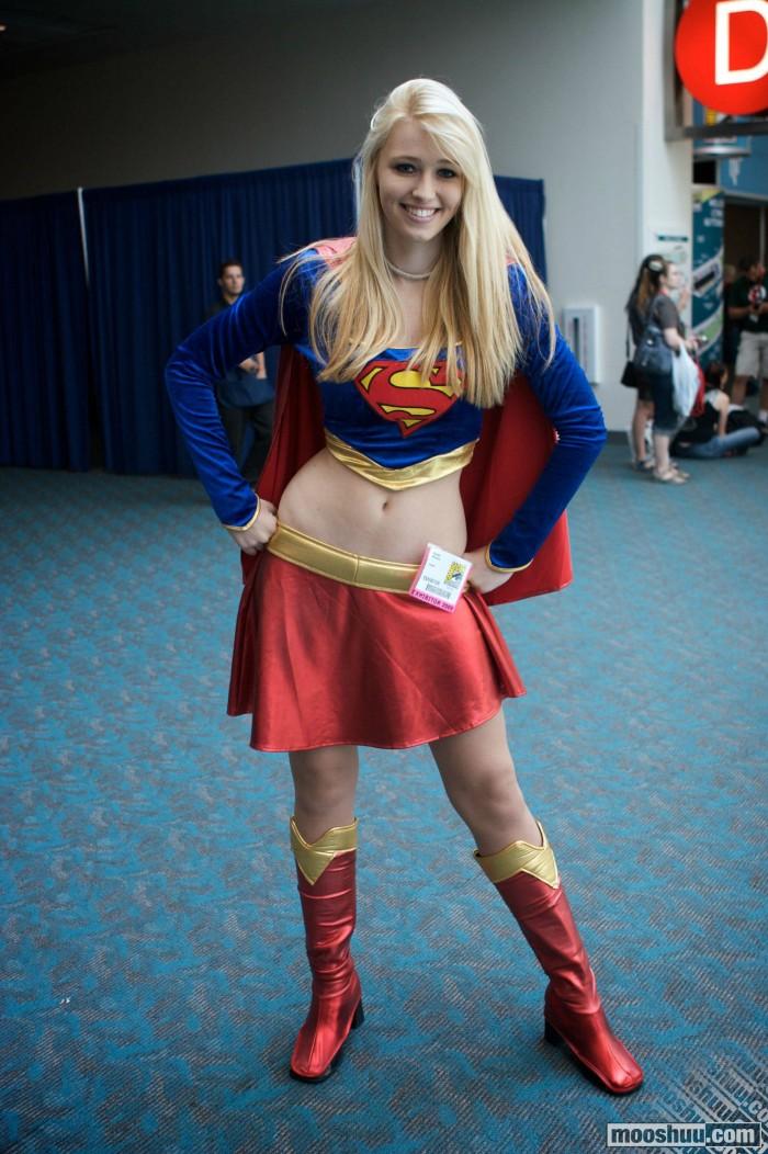 Supergirl Hip Cosplayer 700x1052 Supergirl Hip Cosplayer