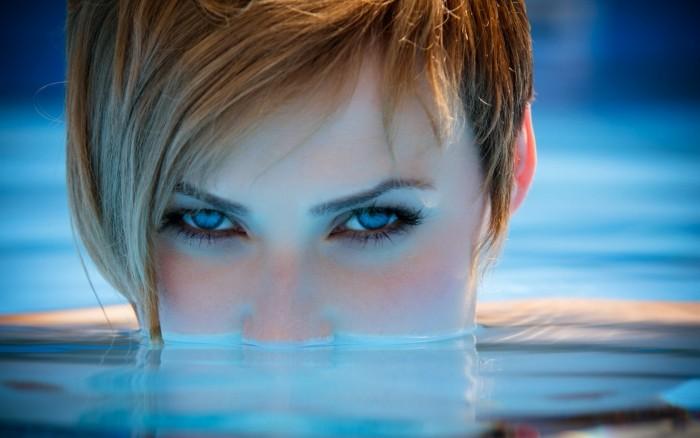 blue eyes in the water.jpg