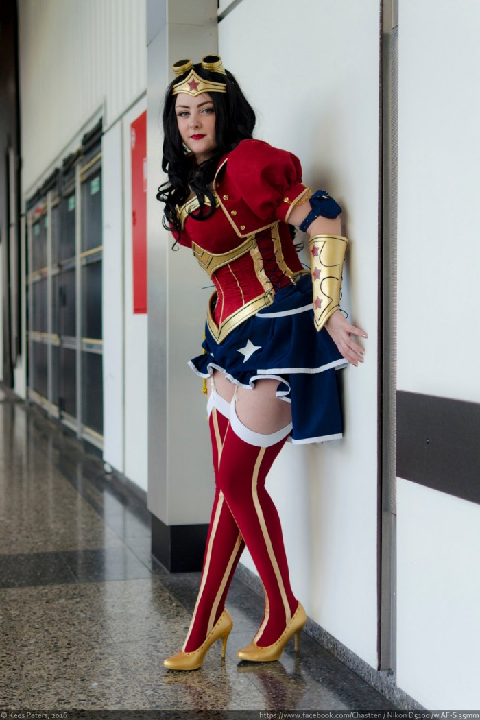 Steampunk Power Girl Rini Cosplay Wonder Woman Kotone Cosplay 005 700x1050 Power Girl and Wonder Woman cosplayers