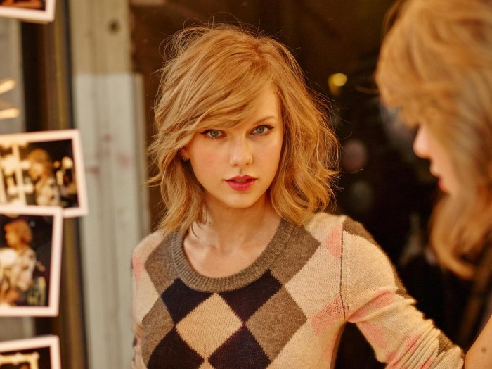 Taylor Swift looks like she's been crying.jpg