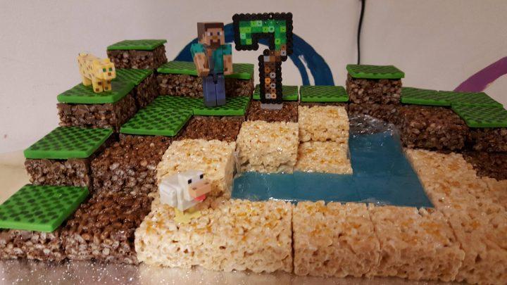 Minecraft cake.jpg