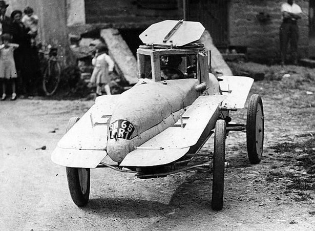 bizarre-retro-vehicles-01
