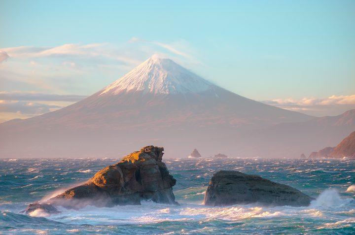 Mount Fuji as seen from the sea.jpg