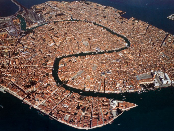 S4w-EarthFromAbove110-Italy-TheCityOfVenice.jpg (685 KB)