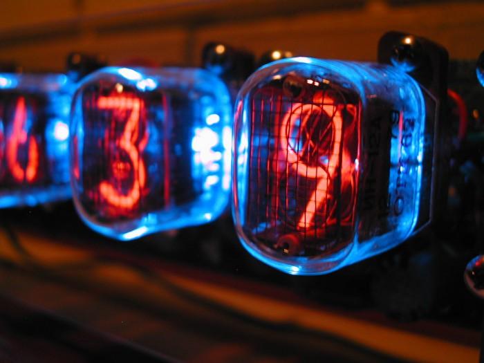 Nixie_Tube_Clock_2_by_oldtug.jpg (151 KB)