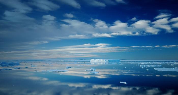 IcebergCalm_EN-CA362002723.jpg (61 KB)