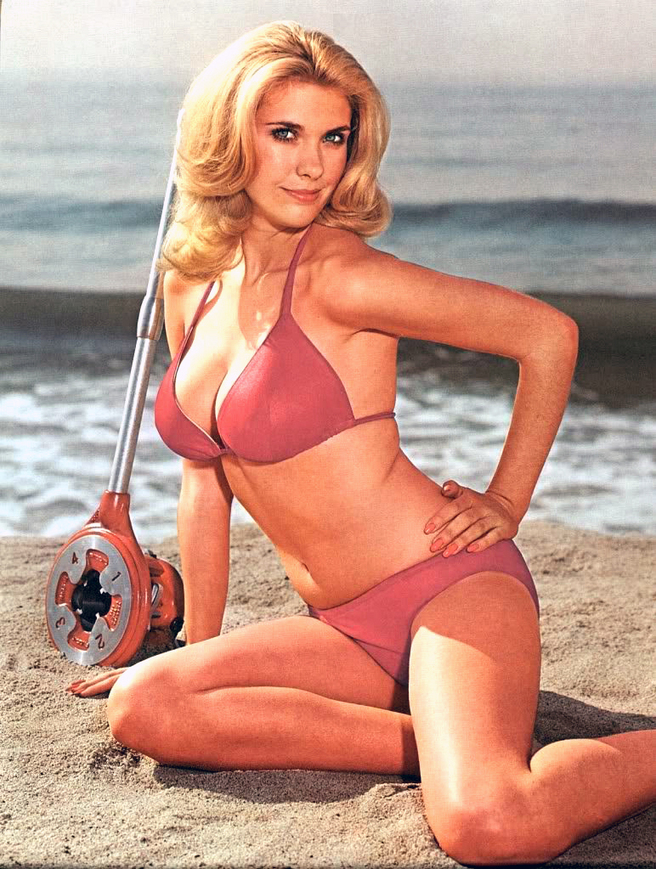39e67dba_Colleen-Camp-red-bikini.jpg (548 KB)