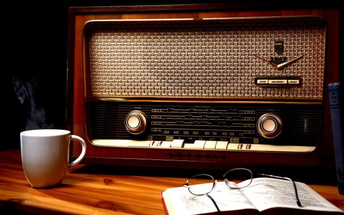 Vintage_radio.jpg (2 MB)