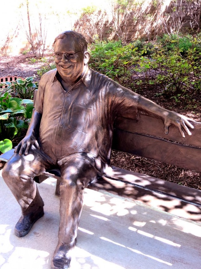 teacher-statue.jpg (217 KB)