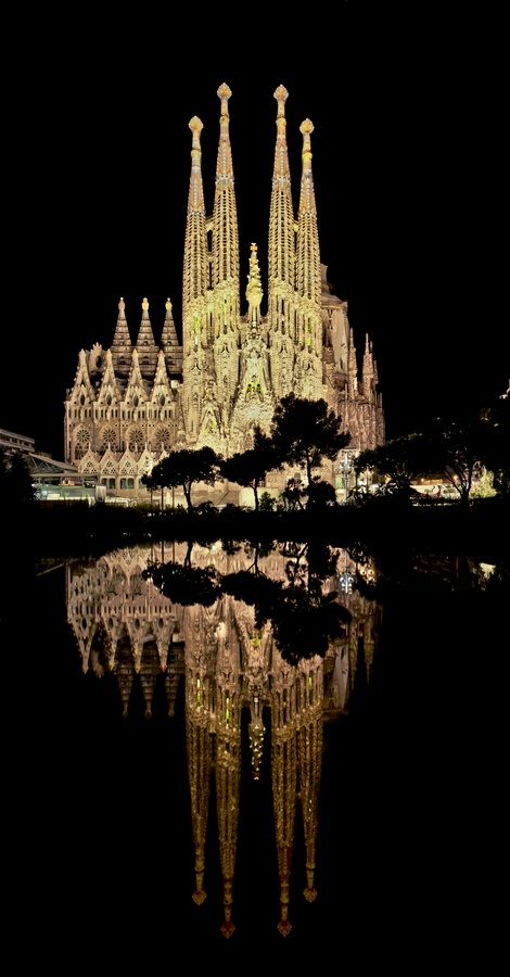 Sagrada Familia Spain Sagrada Familia night lights church beautiful architectue
