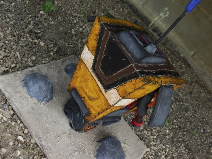 Claptrap2 700x525 CL4P TP Sculpture for Charity Gaming charity borderlands
