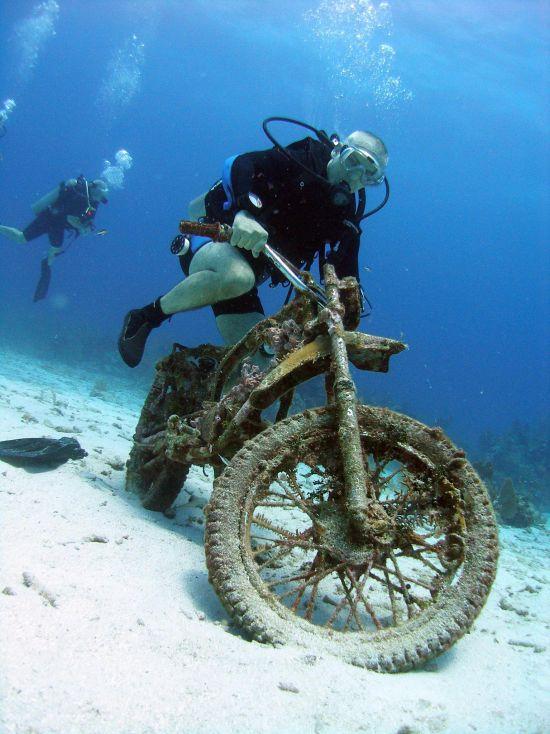 underwater-motorcycle.jpg (76 KB)