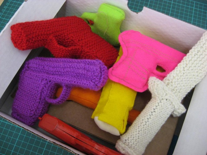 knitted-weapons.JPG (91 KB)
