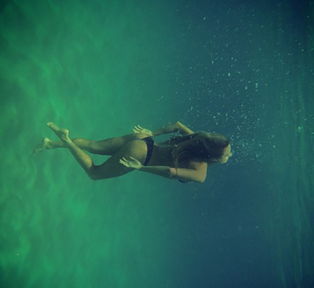 under-water-summer-girls-014-01262014.jpg (96 KB)