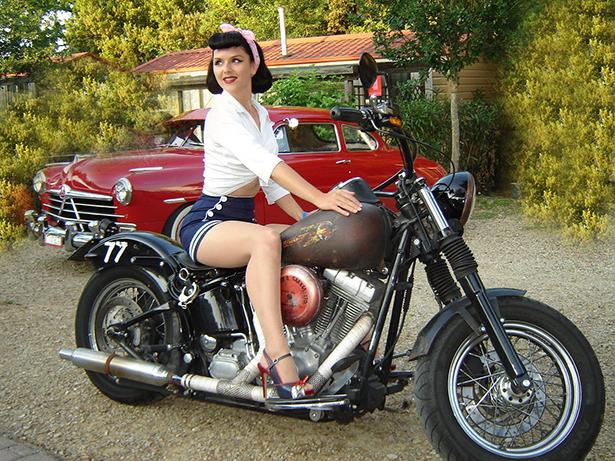 girl_and_motorcycle_015_01232014.jpg (398 KB)