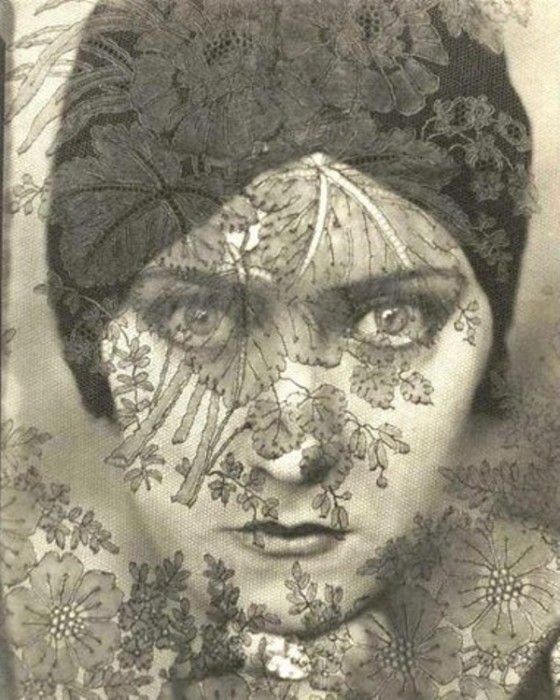 Gloria Swanson photographed by Edward Steichen, 1924.jpg (329 KB)
