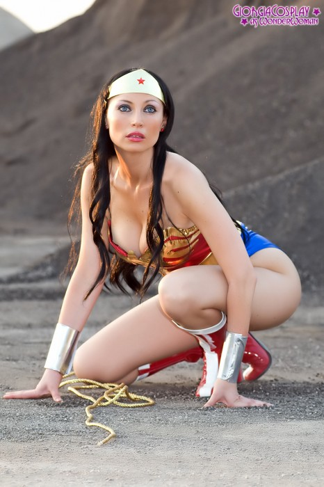 2009 08 wonderwoman 18 466x700 Cute Cosplayer