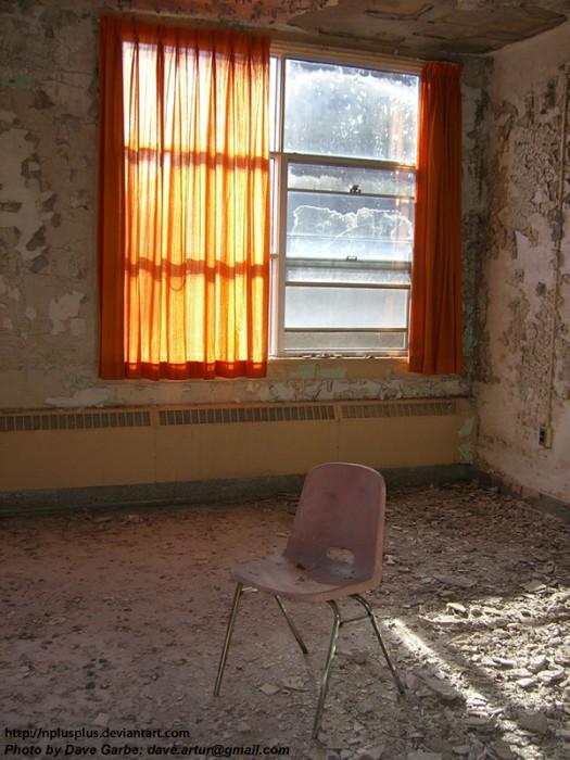 Lonely_Room_by_NPlusPlus.jpg (464 KB)