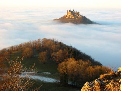 Burg_Hohenzollern_Focus_online_0000.jpg (79 KB)