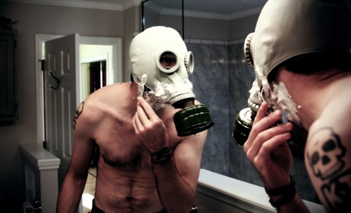 What kind of life is this guy living 500x304 Gasmask Shaver wtf