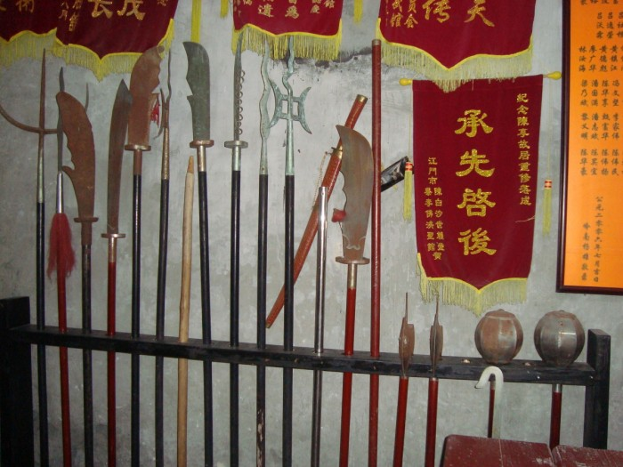 weapons in choy li fut king moi village.jpg (464 KB)