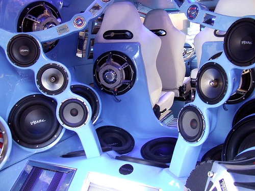 speakers1.jpg (126 KB)