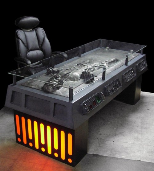 han-solo-carbonite-desk-01.jpg (78 KB)