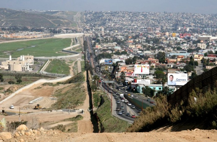 Picture_of_US_Mexico_Border.jpg (159 KB)