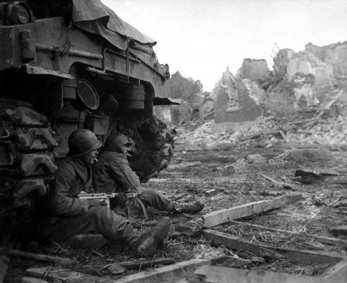 1335488785360 700x570 british soldiers on the front