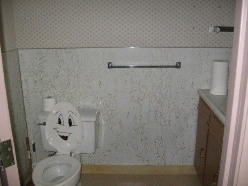 28bathroom.JPG (89 KB)