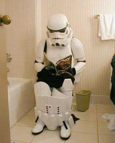 stormtrooper_on_toilet.jpg (26 KB)