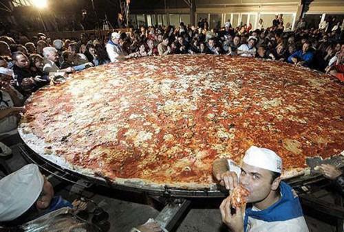 worlds-largest-pizza.jpg (265 KB)