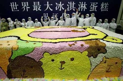 worlds_largest_ice_cream_cake.jpg (82 KB)